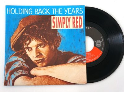 simply-red-holding-years-45T