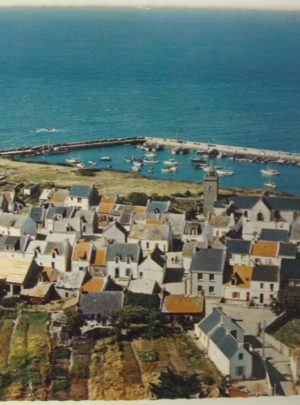 Village et port Saint Gildas à Houat carte postale ancienne