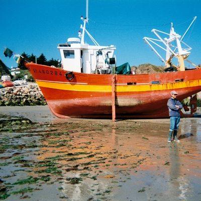 Port de Houat maree basse bateau peche a sec